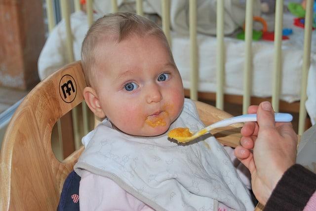 Babynahrung Test zeigt auch welche Beikost gegeben werden sollte. Unter anderem wird auch erklärt, wann die Beikosteinführung beginnen sollte.